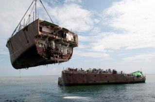 Salvage-Crew-Removes-USS-Guardians-Bow-Section